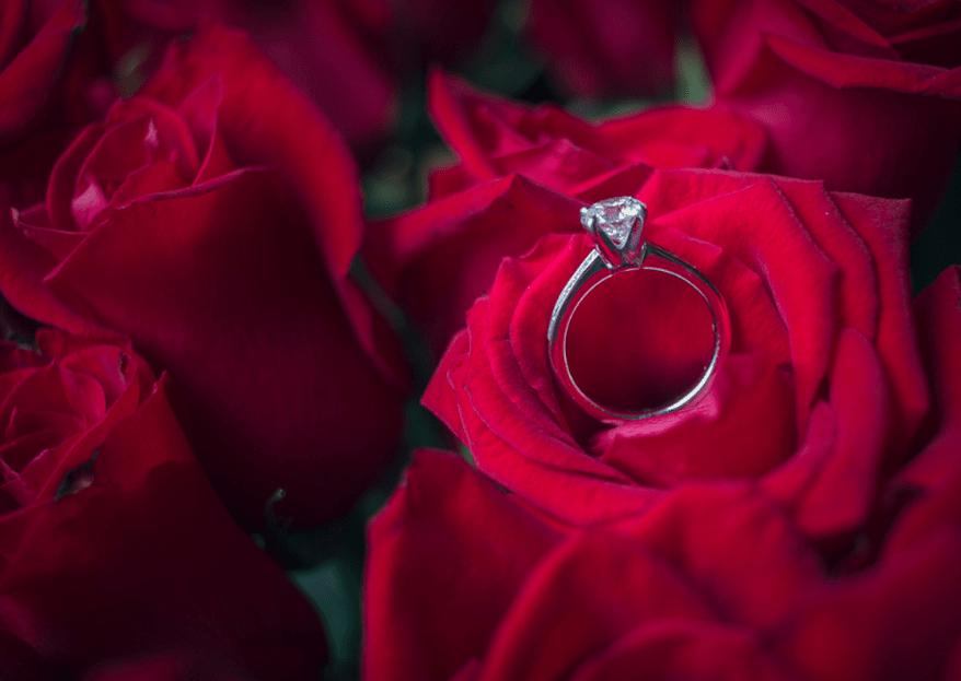¿En qué mano va el anillo de compromiso y el de matrimonio?